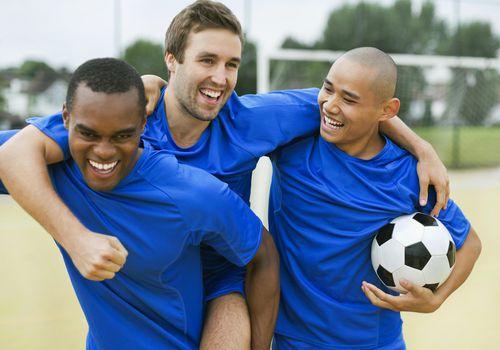 Jugadores de fútbol celebrando