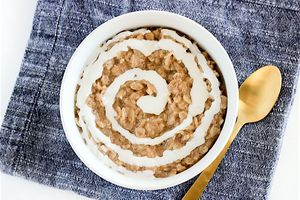 cinnamon roll oatmeal