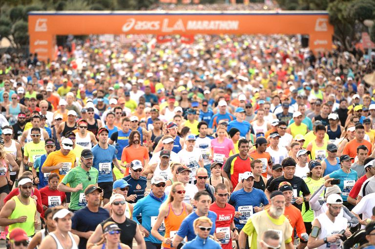 people running the LA marathon