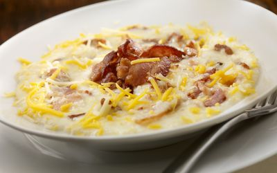 Cheesy grits with bacon