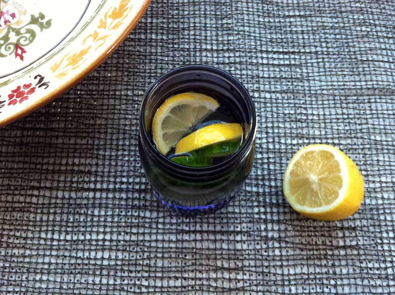 Agua detox de limón