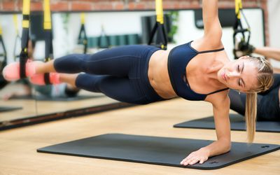 How To Do A Side Plank Techniques Benefits Variations