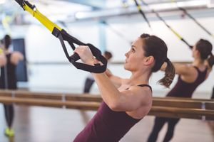 woman using a suspension trainer