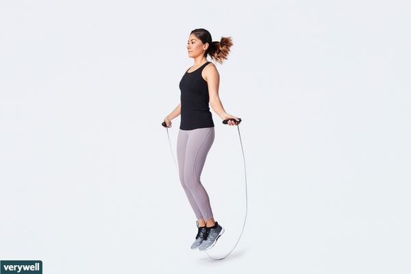 woman using jump rope