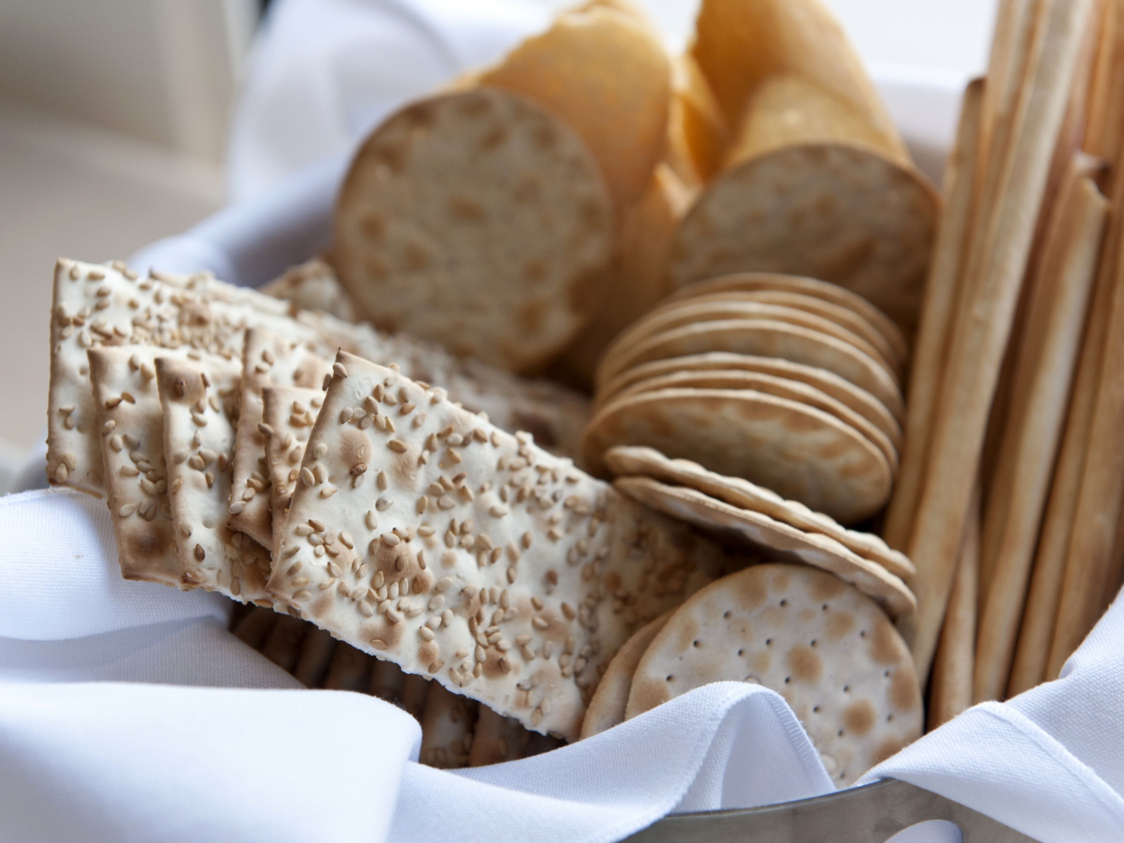 are saltine crackers good for dieting