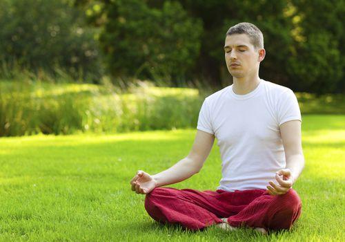 Calmar el cuerpo con la misma respiración.