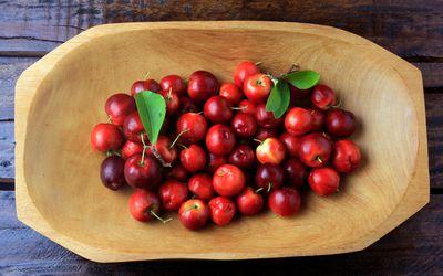 Raw, fresh Barbados cherries