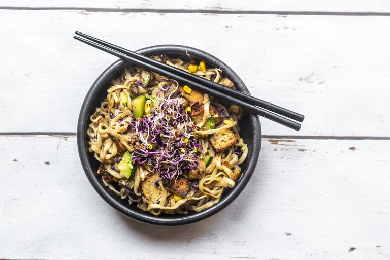 low-fodmap rice noodle dish with tofu