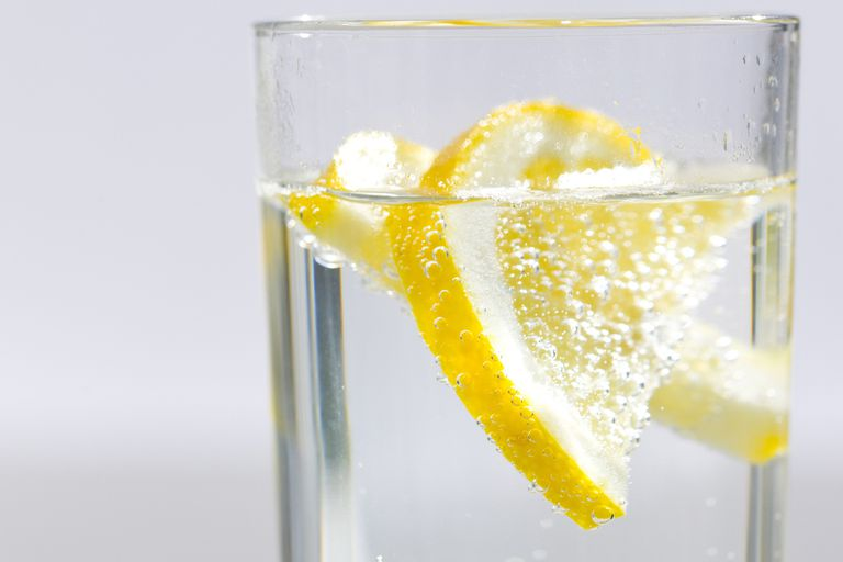 Carbonated water with lemon
