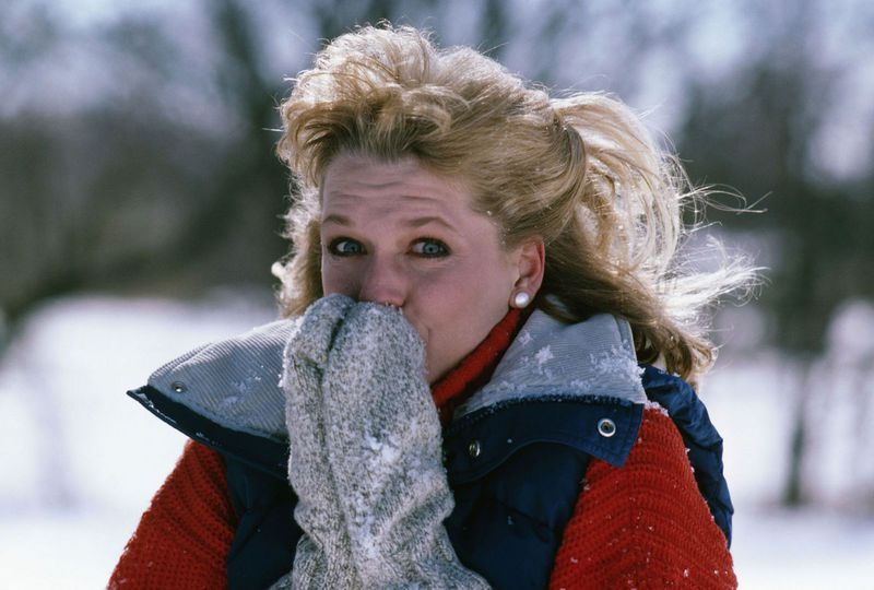 freezing cold woman hypothyroidism thyroid hypothyroid winter