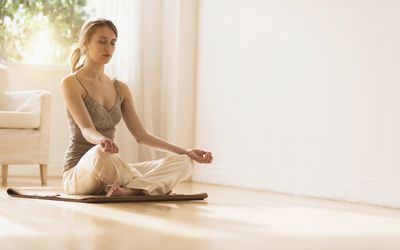 USA, New Jersey, Young woman practicing yoga
