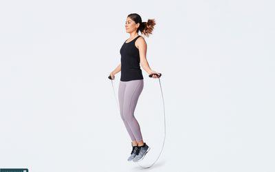 woman using jump rope