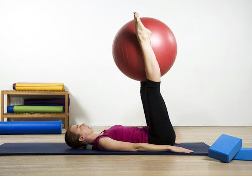 Mujer, ejercitar, pilates