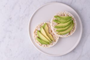 Rice cakes with avocado