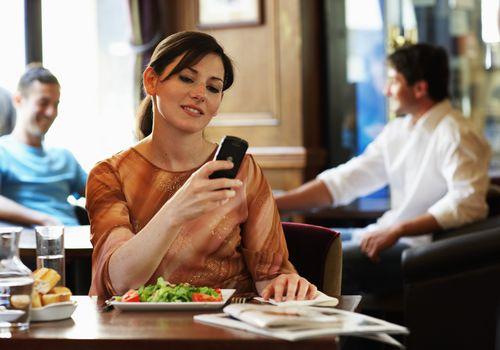usar una aplicación de teléfono inteligente como diario de alimentos