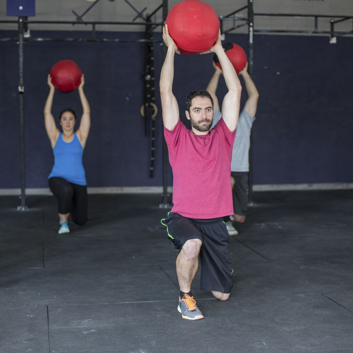 How to Do an Overhead Lunge
