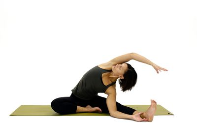 how to do triangle pose utthita trikonasana