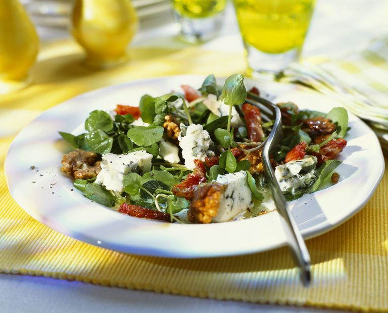 Watercress salad and health benefits