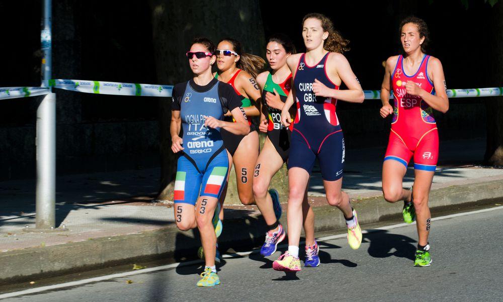 women running a duathlon