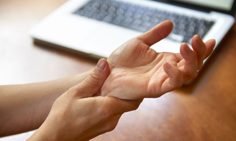 wrist pain with laptop